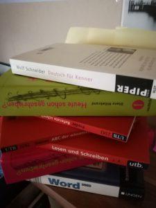 BeraTina, Rechcherce mittels Fachbüchern und Lexika für zu präzisen Antworten Martina Decker