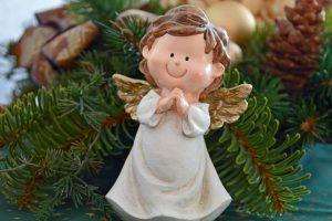 Der Engel ist lgücklich in der Weihnachtsgeschichte von BeraTina und Martina Decker